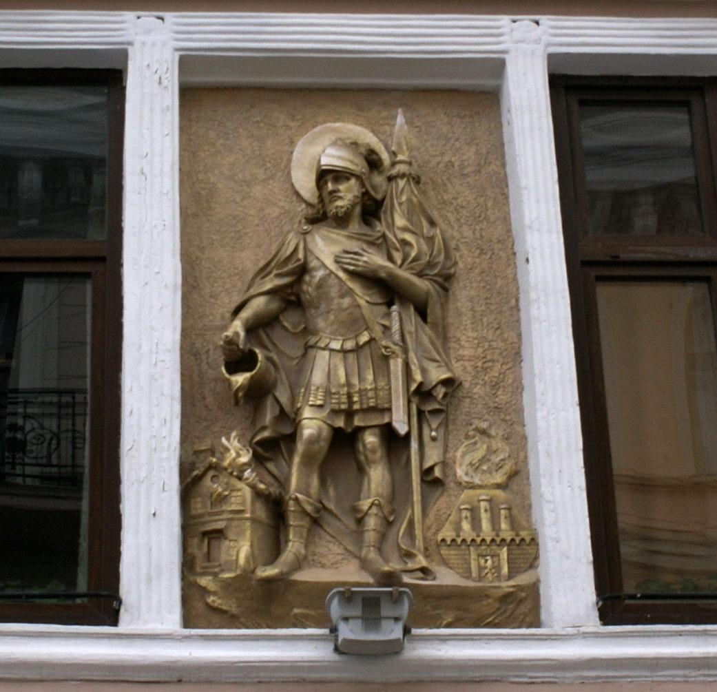 Черновцы достопримечательности бог пожарных на Кобылянской