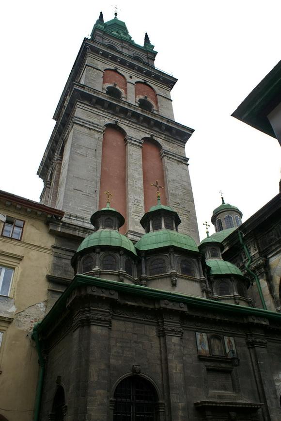 Львов. Достопримечательности: Успенская церковь, часовня трёх святителей, башня Корнякта
