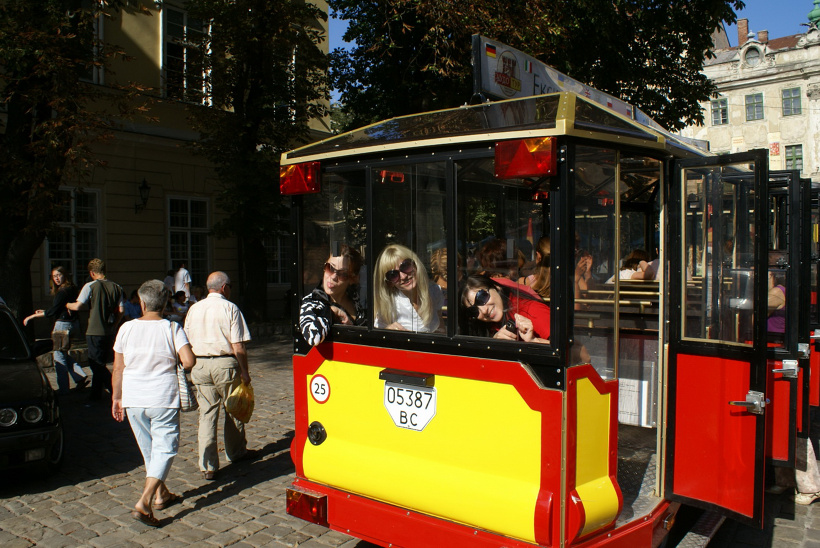 Отдых во Львове. Экскурсионный паровозик и цукерня Фреска