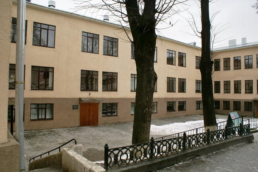 Черновцы первая школа фото