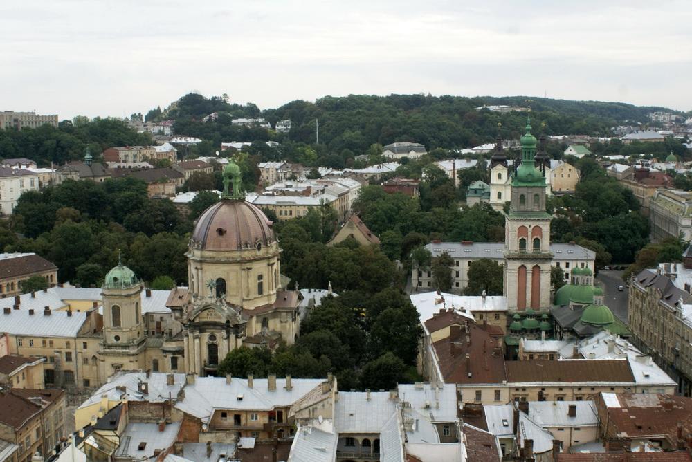 Львов с высоты птичьего полёта. Фото. Ансамбль Успенской церкви, Доминиканский монастырь и собор